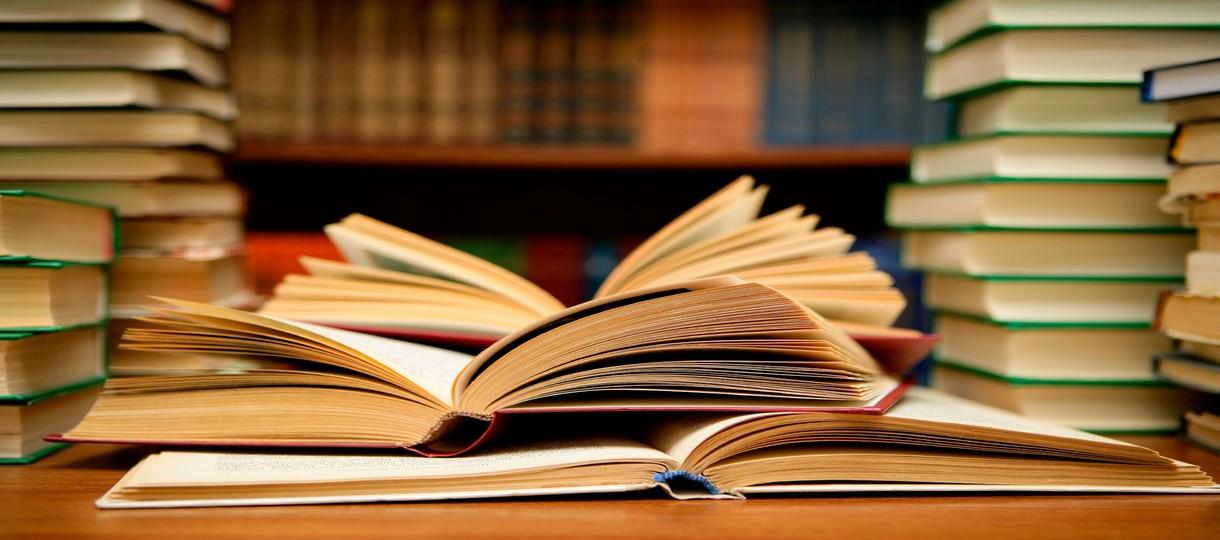 books_1220x540.jpg